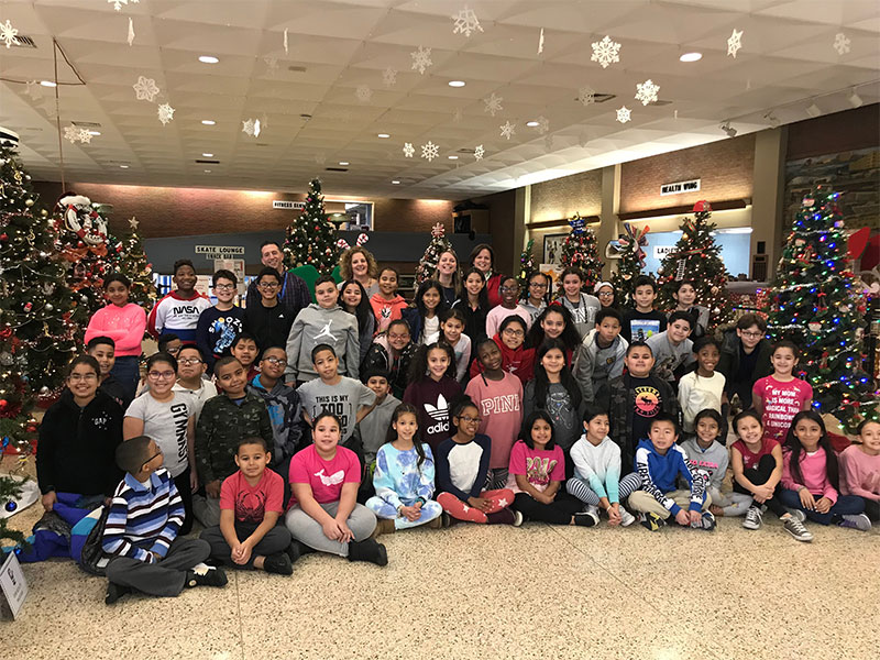 Students Bring Holiday Cheer to Local Center