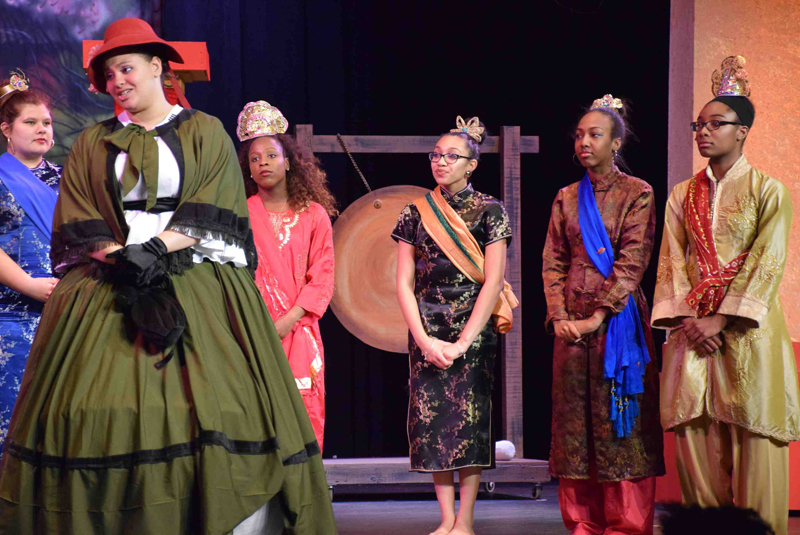 "High School Enchants with ""King and I"" Performance"
